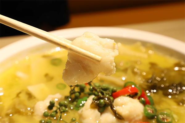 """解决品类""""痛点"""",打造小份、无需挑刺的鱼你在一起网红酸菜鱼"""